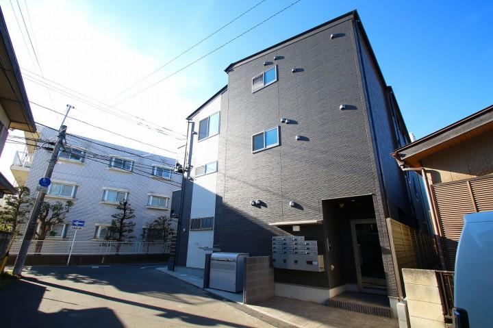 デザイナーズ3階建てアパート・30㎡広い1K・設備充実